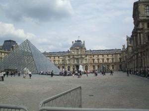Луўр. «Піраміды Міттэрана».