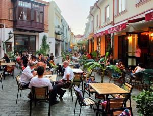 Грузія. Тбілісі - кафэ ва ўтульным старым горадзе.
